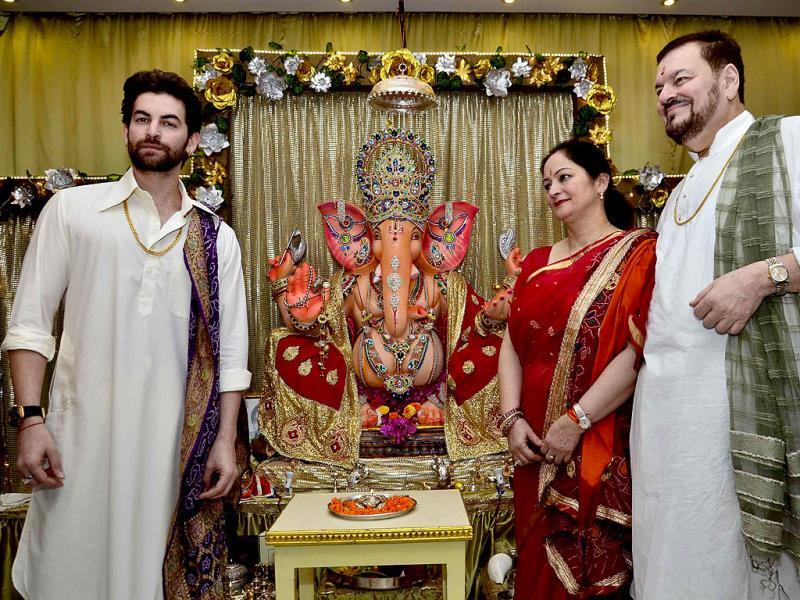 Actor Neil Nitin Mukesh celebrates Ganesh festival at his house along with his parents in Mumbai on August 29, 2014. (IANS)