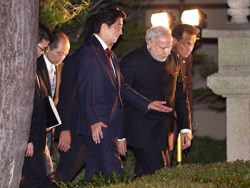 Prime Minister Narendra Modi (2nd R) and his Japanese counterpart Shinzo Abe (3rd R) walk before having dinner at the State Guest House in Kyoto, western Japan. (AFP Photo)