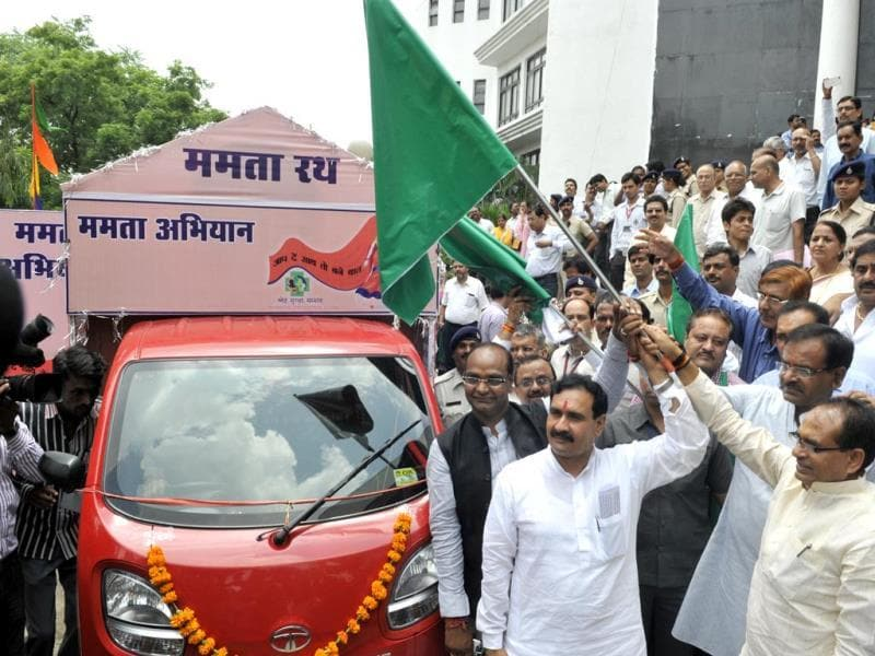 CM Shivraj Singh Chouhan and health minister Narottam Mishra flag off 'Mamta Rath', a vehicle to raise awareness on health issues, in Bhopal on Monday. (Praveen Bajpai/HT photo)