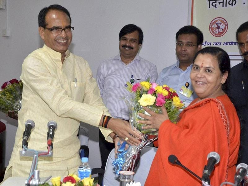 Union water resources minister Uma Bharti being welcomed by MP chief minister Shivraj Singh Chouhan during a meeting in Bhopal on Monday. (PTI photo)