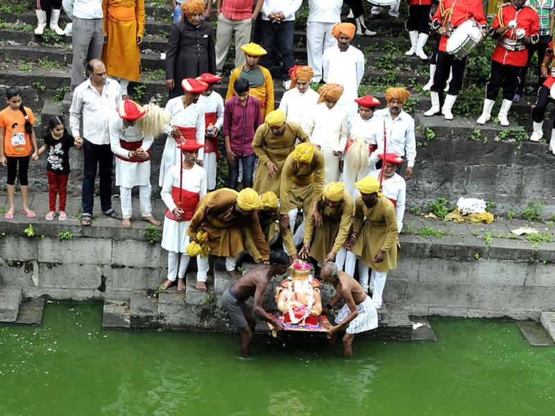 Members of erstwhile Holkar family, Udai Singh Holkar, performs puja before bidding adieu to Lord Ganesh, in Indore on Tuesday. (Arun Mondhe/HT photo)