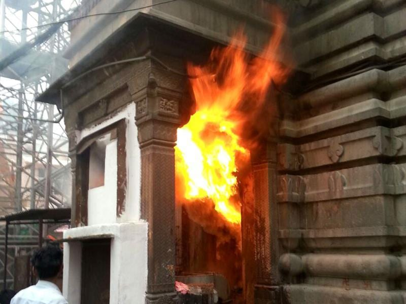 Firemen try to douse the fire at Mahakal temple in Ujjain. The fire brigade took more than an hour to control the blaze. (Sunil Magariya/HT photo)