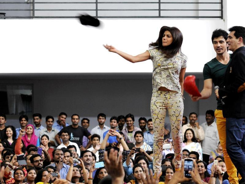 Bollywood actor Priyanka Chopra visited Noida International Univeristy to promote her upcoming film Mary Kom.(Burhaan Kinu/HT Photo)