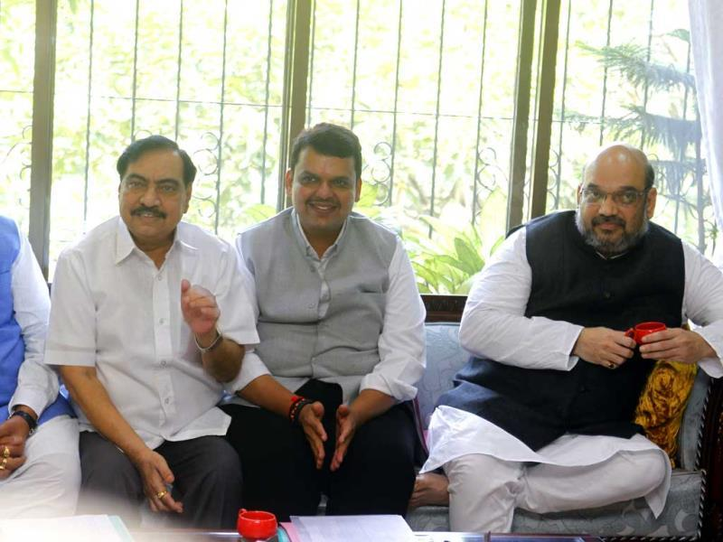 BJP chief Amit Shah with the state's party workers at leader of opposition in Maharashtra Legislative Council Vinod Tawde's residence in Mumbai. (Satish Bate/HT photo)