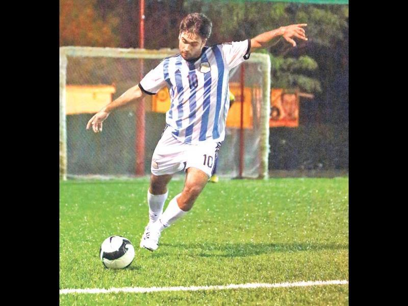 "As Bollywood's winning streak in sports tournaments continues, our television stars, too, are flaunting their sporty side. Take a look: Football has been a very important part of Vivian Dsena's life. The actor has often spoken about how as a child, he used to get up and practice in the mornings in his hometown in Ujjain. He makes sure to take out time from his busy schedule for his favourite sport even today. ""I was a state level player and remember winning many awards for the same. I used to feel very happy getting awards and bringing the trophy home. I have a hectic life as an actor, but I do go and play football thrice a week,"" he says."