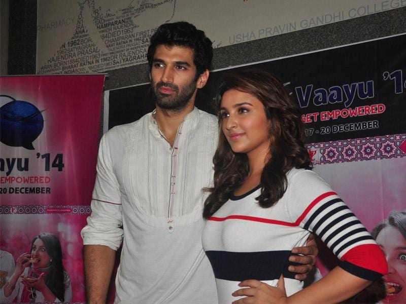 Actors Parineeti Chopra and Aditya Roy Kapur at Narsee Monjee Institute of Management Studies in Mumbai on September 5, 2014, to promote their upcoming film Daawat-e-Ishq. (IANS)