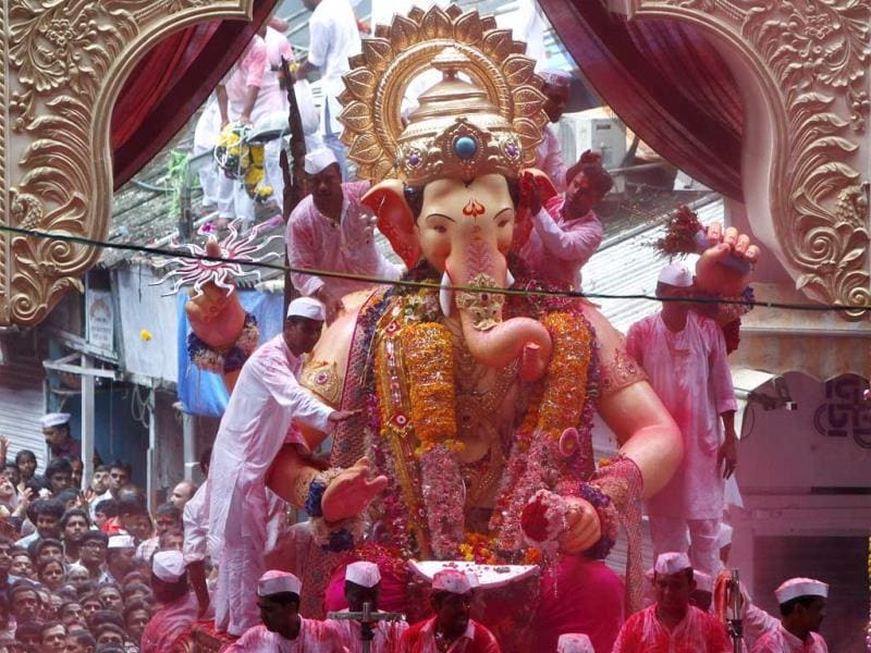 The famous Lalbaugcha Raja is taken for immersion on the last day of Ganesh Festival. (Kalpak Pathak/HT Photo)