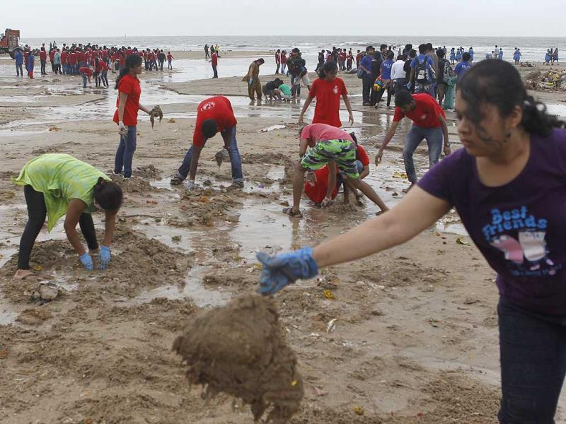 School children participate in a cleaning drive after Ganesh immersion at Juhu Chowpatty in Mumbai. (Satish Bate/HT photo)