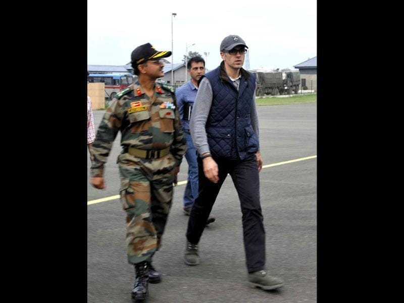 Omar Abdullah, Chief Minister of Jammu and Kashmir visits the Srinagar airbase, where rescue operations are going on. (Nitin Kanotra/HT Photo)