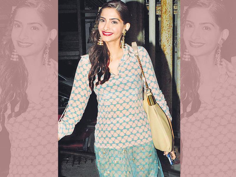 Sonam Kapoor looked in her usual self at a film screening in Mumbai. (HT Photo/Yogen Shah)