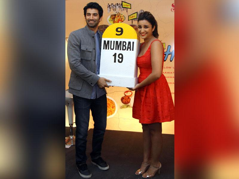 Bollywood actors Aditya Roy Kapur and Parineeti Chopra pose for a photograph during a promotional event in Mumbai where they announced their food yatra on September 9, 2014. The road trip will kick off on September 12 from Madras Cafe at Matunga Road in Mumbai. (AFP)