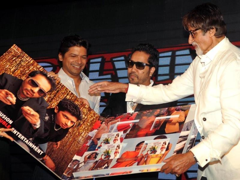 Amitabh Bachchan, Shaan and Mika Singh pose for the shutterbugs at a promotional event for Balwinder Singh Famous Ho Gaya directed by Sunil Agnihotri in Mumbai. (AFP Photo)