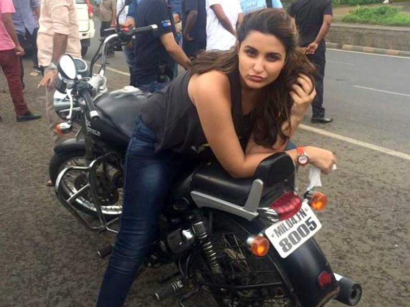 Parineeti Chopra strikes a pose on a short stop-over during the #FoodYatra they started to promote Daawat-e-Ishq.