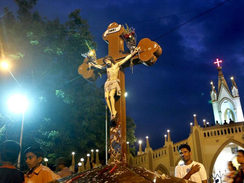 Bandra gears up for the eight day Mount Mary fair starting from Sunday in Mumbai. (Satish Bate/HT photo)