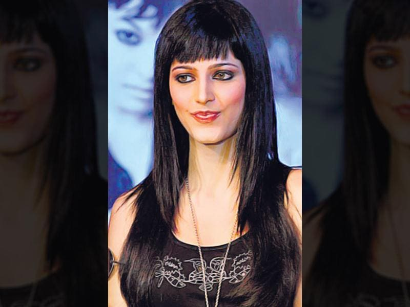 A thin, wispy version would work for those with a broad jawline, like singer-actor Shruti Haasan. Use a round bristle brush to roll the bangs inwards and set with hairspray to style it.