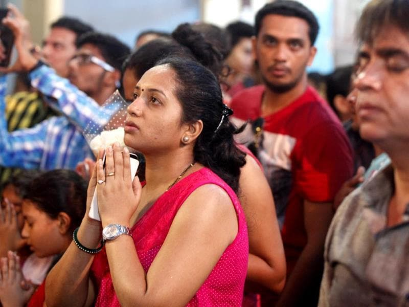 Thousands of pilgrims made their way to the Basilica of Mount Mary, Bandra, on the first day of Octave, the eight-day fair. (Vidya Subramanian/HT photo)