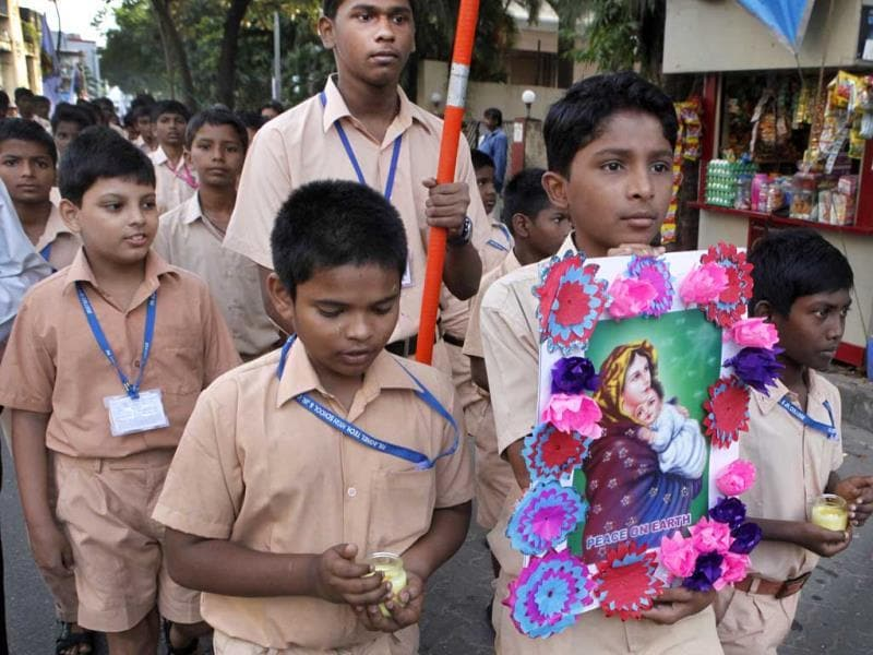 School children in Bandra attend the morning mass at Mount Mary Church in Bandra, Mumbai. (Kalpak Pathak/HT photo)