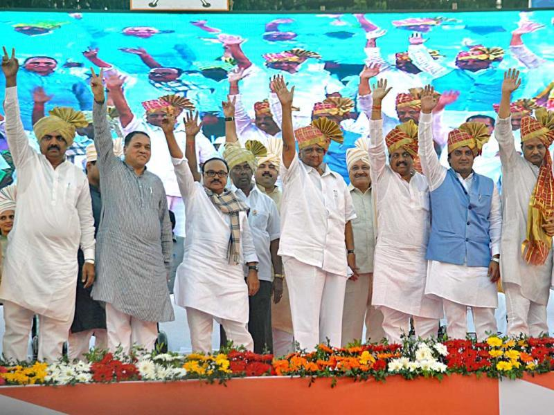 NCP chief Sharad Pawar and other senior leaders at a rally in Kolhapur.(Uday Deolekar/HT photo)
