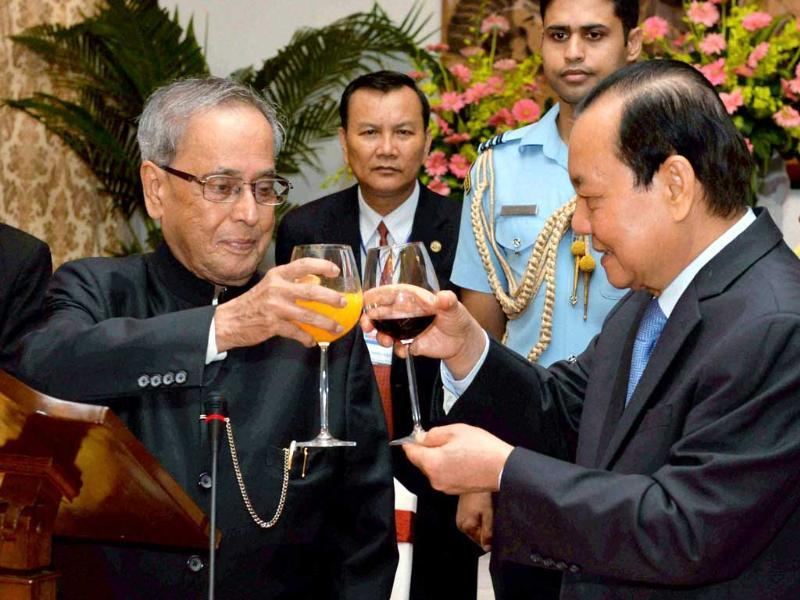 President Pranab Mukherjee and Le Thanh Hai, Secretary of Party Committee of Ho Chi Minh City raise toast during a banquet at Reunification Palace Ho Chi Minh City. (PTI Photo)