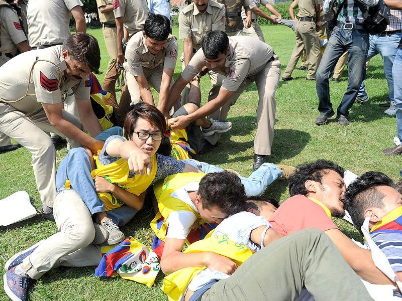 Indian police detain exiled Tibetan youths during a protest against Chinese President Xi Jinping's visit to New Delhi, outside the Chinese Embassy on Wednesday. The police detained around 10 Tibetans. (AFP Photo)