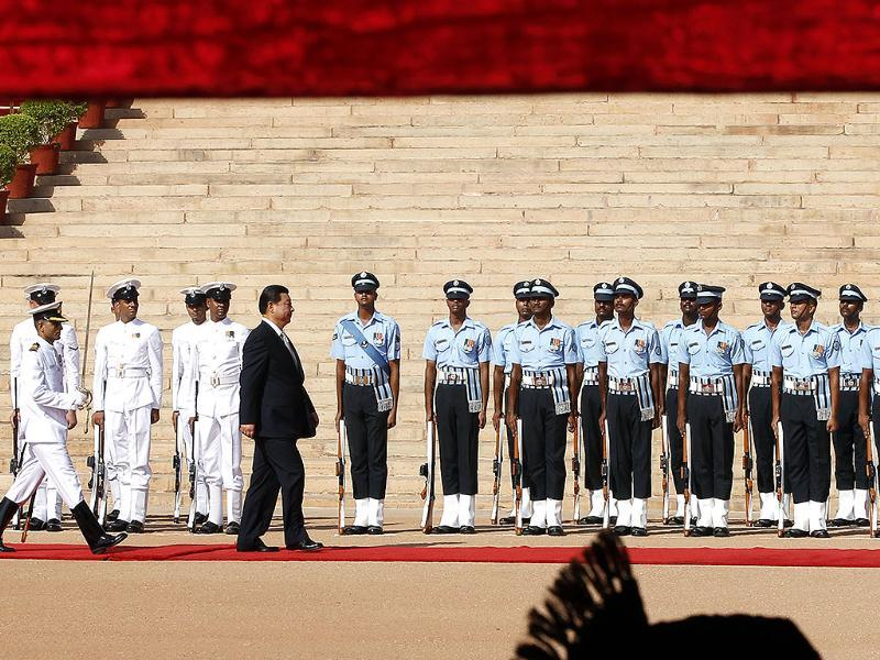 Chinese President Xi Jinping inspects the guard of honor during the welcome ceremony at Rashtrapati Bhawan in New Delhi on Thursday. (Ajay Aggarwal/HT photo)