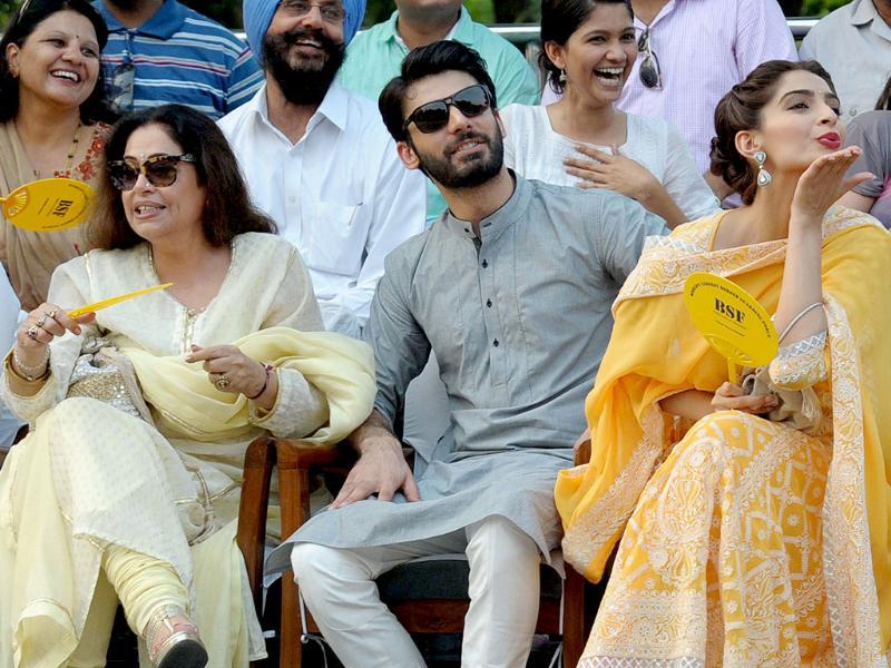 Actors Kirron Kher, Fawad Khan and Sonam Kapoor with BSF personnel during a promotional event of their upcoming film Khoobsurat at Attari international border. (IANS)