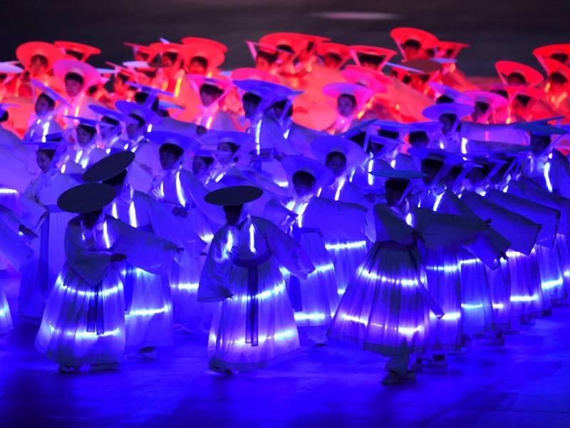 Dancers perform during the opening ceremony of the 2014 Asian Games at the Incheon Asiad Main Stadium in Incheon. (AFP Photo)