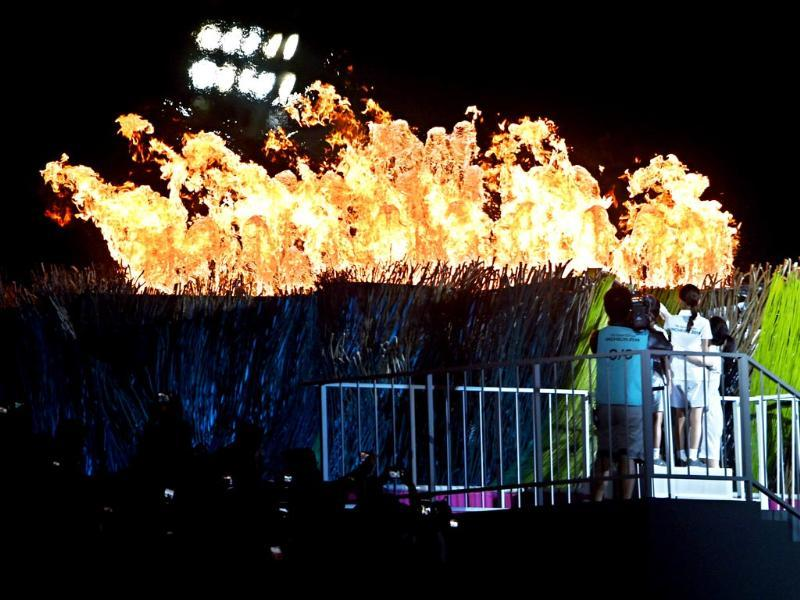 The torch is lit during the opening ceremony of the 2014 Asian Games at the Incheon Asiad Main Stadium in Incheon. (AFP photo)