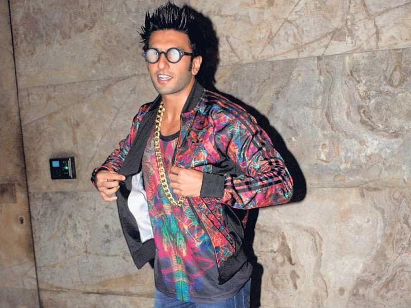 With his red carpet partner Arjun Kapoor nowhere in sight, Ranveer Singh was left to fend for himself. And here's what he came up with. A look that seems inspired by that of Elijah Wood in the 2005 film, Sin City. (Photo: Yogen Shah, Prodip Guha)