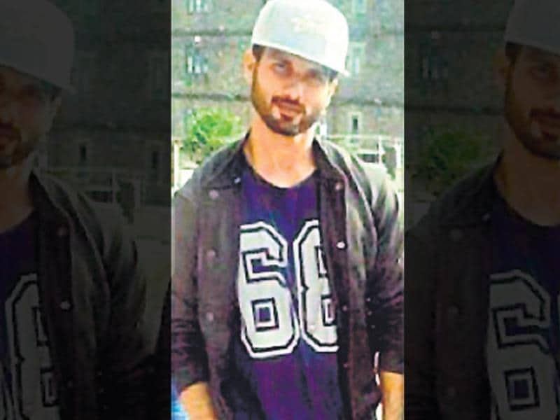 Shahid Kapoor: The actor seems to be keeping up with the mad hatter trend. In a picture uploaded on a social networking site recently, Shahid was clicked wearing a jersey with a snapback cap.
