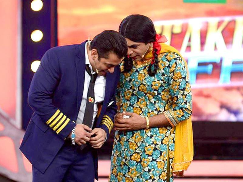 Sunil Grover aka Gutthi makes sure the Bigg Boss 8 premiere doesn't go without comedy ka tadka.(Photo: Colors.in)