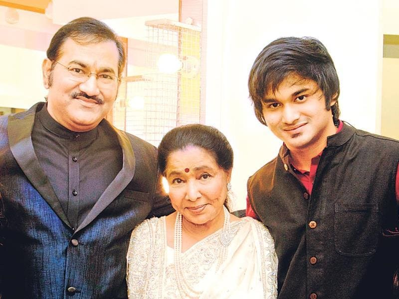 Asha Bhosle, who rarely steps out in public, was at a music concert along with Sudesh Bhosle (left) and his son Siddhant Bhosle (right). (Photo: Viral Bhayani)