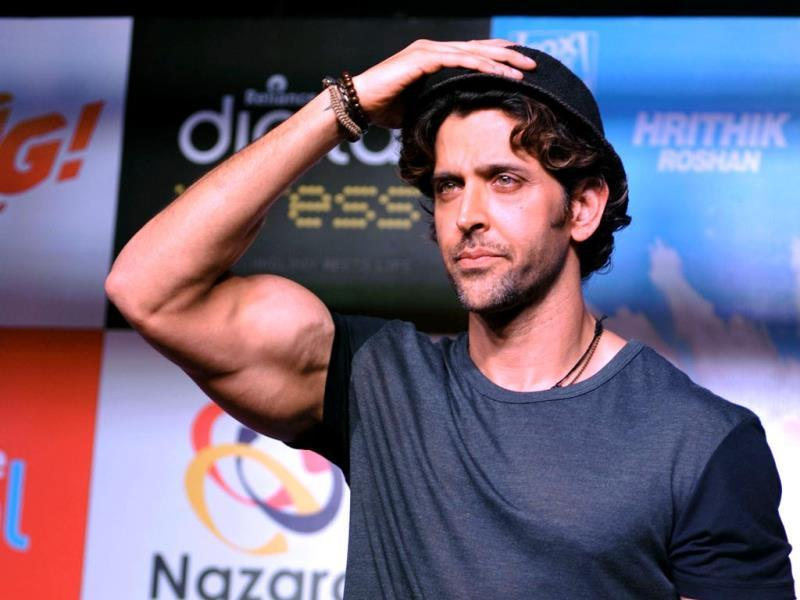 Am I good or am I good? Hrithik Roshan looks on during a promotional event for the forthcoming Hindi film Bang Bang in Mumbai on September 22, 2014. (AFP PHOTO/STR)