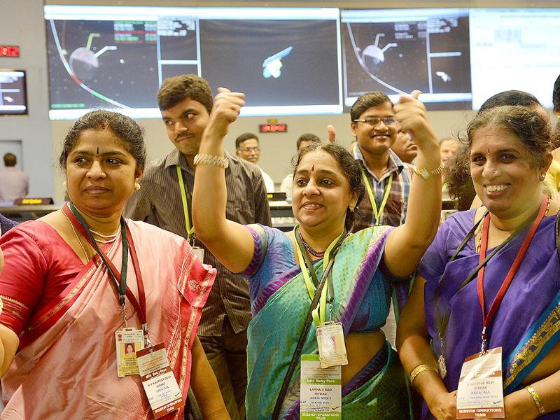 Indian staff from the Indian Space Research Organisation (ISRO) celebrate after the Mars Orbiter Spacecraft (MoM) successfully entered the Mars orbit at the ISRO Telemetry, Tracking and Command Network (ISTRAC) in Bangalore. (AFP Photo)
