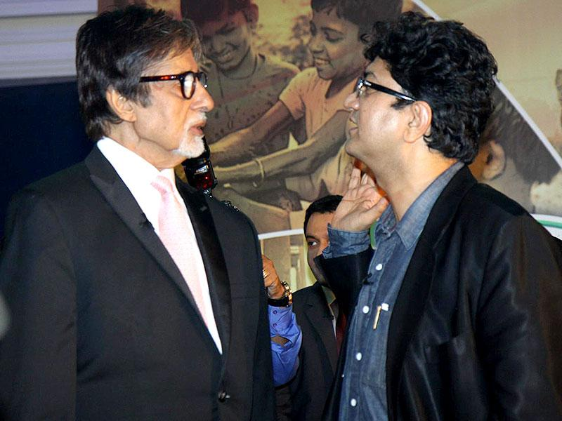 Actor Amitabh Bachchan and lyricist Prasoon Joshi, during the launch of Dettol Banega Swachh India a five-year-nationwide programme by Reckitt Benckiser in Mumbai on September 25, 2014. The programme spreads awareness about the importance of hygiene and sanitation to millions across the country. Amiabh Bachchan is the programme ambassador for the campaign. (IANS)