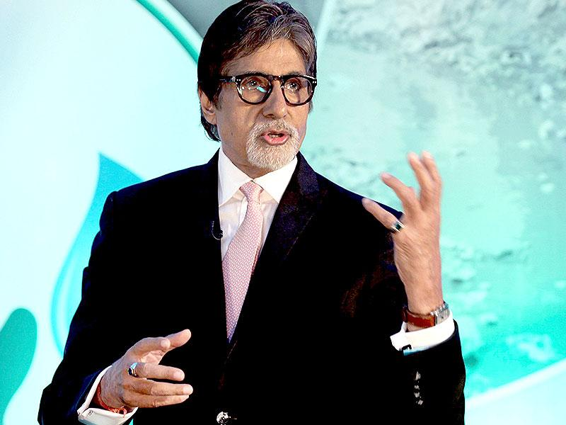 Bollywood star Amitabh Bachchan speaks during the launch of Dettol's Banega Swachh India nationwide initiative, a five-year-programme addressing hygiene and sanitation in Mumbai on September 25, 2014. (AFP)
