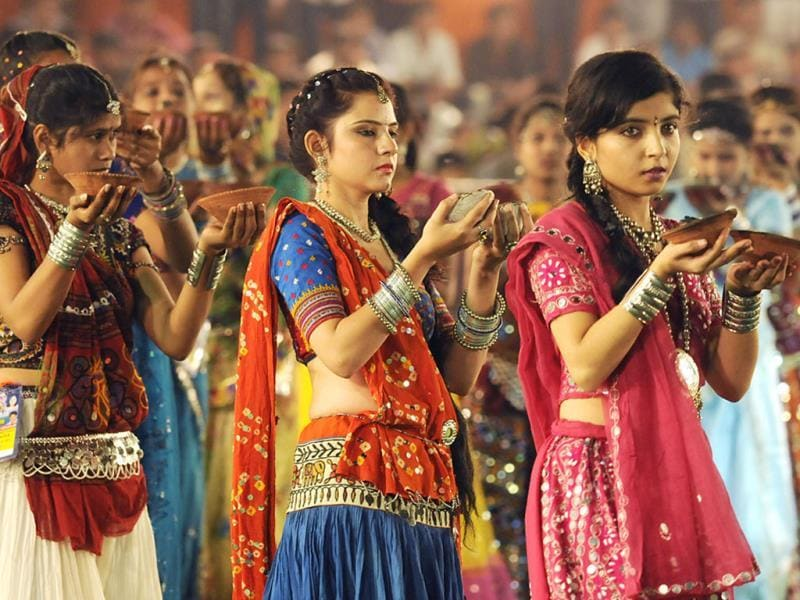 Girls perform aarti on the first day of Navratri in Indore. (Amit K Jaiswal/HT photo)