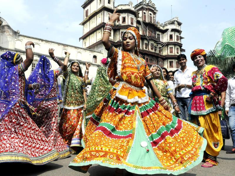 Dancers perform at 'Kala Yatra' taken out at heritage sites to mark World Tourism Day, in Indore on Saturday. (Arun Mondhe/HT photo)