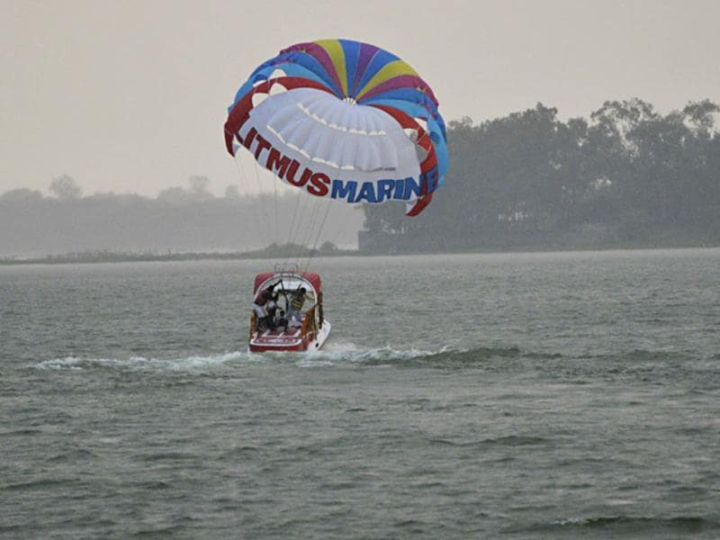 A parasailing boat launched at Upper Lake in Bhopal on the occasion of World Tourism Day. (Praveen Bajpai/HT photo)