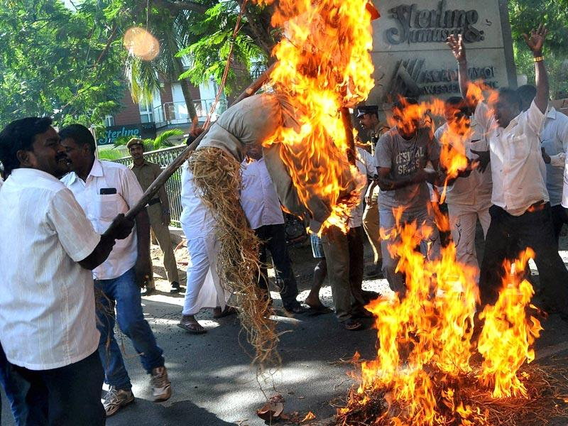 Supporters of AIADMK burn the effigy of DMK chief M Karunanidhi after a Bangalore special court pronounced J Jayalalithaa guilty in a disproportionate assets case, in Chennai. (PTI Photo)