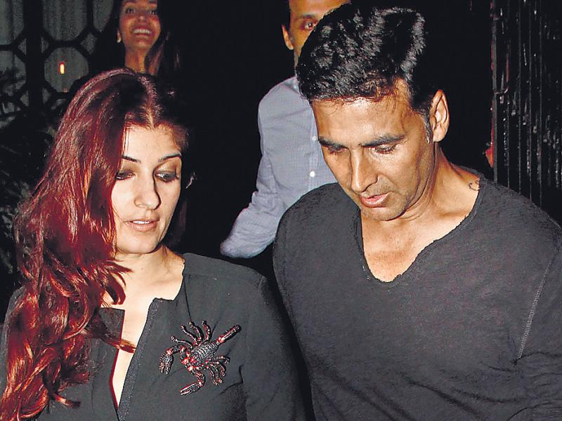 Bollywood star Akshay Kumar took his wife, Twinkle Khanna, out for dinner in Khar, Mumbai, over the weekend. (HT Photo: Yogen Shah)