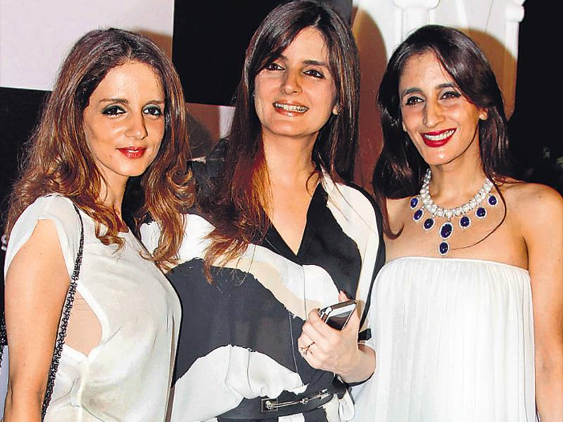 Simone Arora (centre) hosted a party that was attended by sisters Sussanne Khan (left) and Farah Khan Ali (right) in Mumbai> (HT Photo: Yogen Shah)