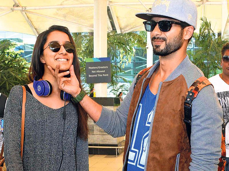 Shraddha Kapoor and Shahid Kapoor strike a candid pose for the shutterbugs at the Mumbai airport. (Photos: Yogen Shah)