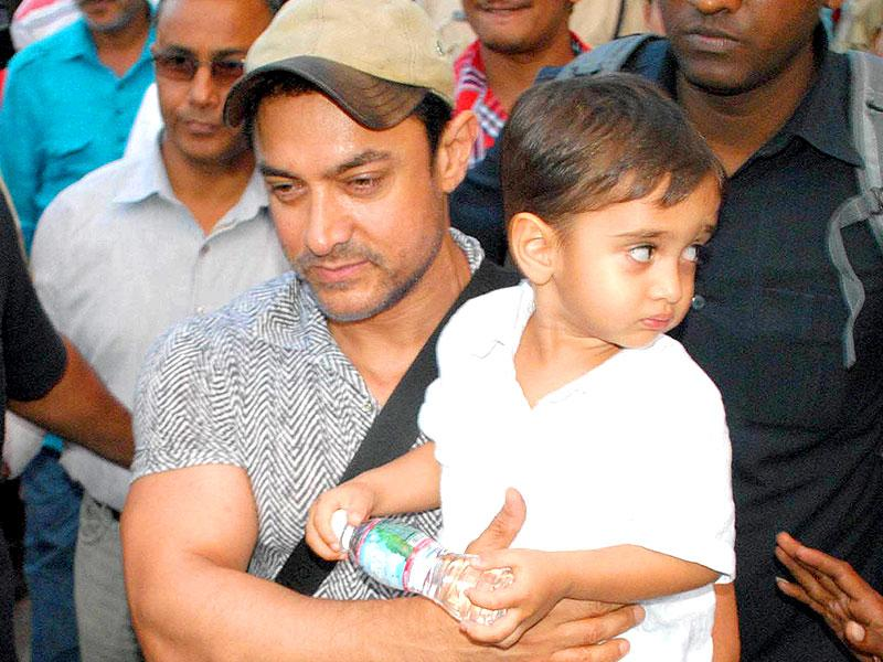 Aamir Khan comes out of Raja Bhoj airport, Bhopal along with his son Azad. (Hindustan Times Photo)