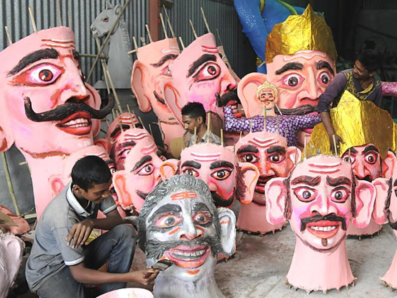 A man gives final touches to Ravan's face in Indore ahead of Dussehra which will be celebrated across India on Friday. (Amit K Jaiswal/HT photo)