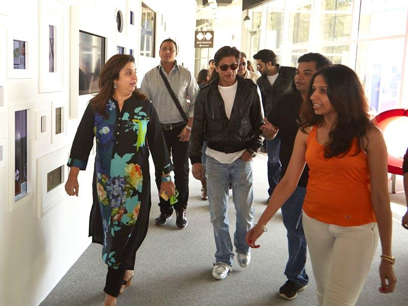 Shah Rukh Khan and Farah Khan take a walk to the stage area at the Google office.