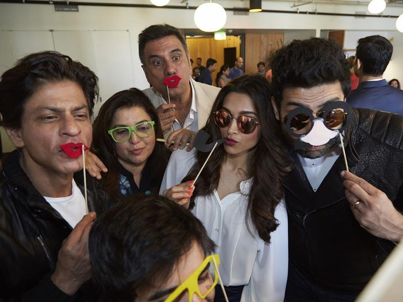 The whole team of Happy New Year: Shah Rukh Khan, Deepika Padukone, Abhishek Bachchan, Boman Irani, Farah Khan were at the Google and Twitter offices recently. As you can see from the pictures, she sure had a fun time.