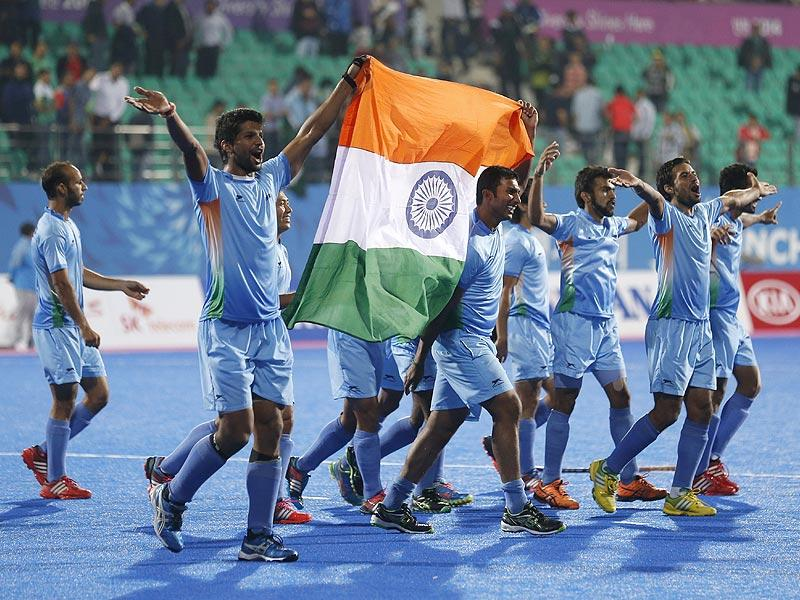 The Indian team celebrates after winning the men's gold medal hockey match against Pakistan at the 17th Asian Games in Incheon on Thursday. (AP Photo)