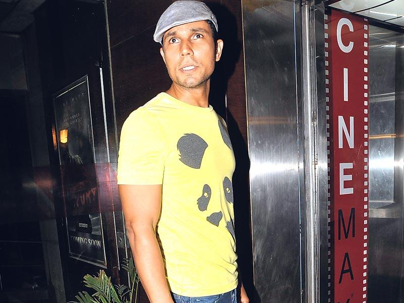 Randeep Hooda was one of the guests at the movie screening of Haider hosted by Tabu for her friends. (Photo: Yogen Shah)