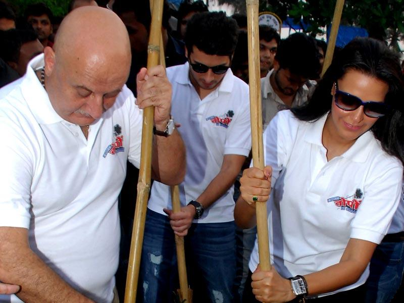 Anupam Kher and Neha Dhupia pose during the Clean India campaign. (AFP Photo)
